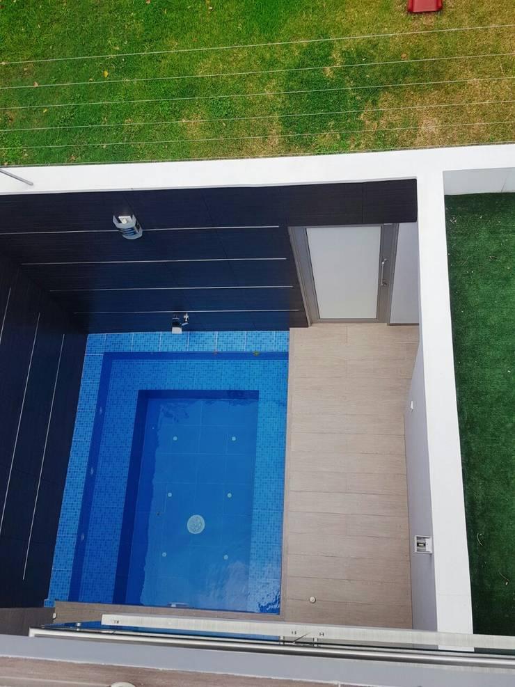 casa portofino club: Piscinas de estilo  por CONSTRUCTOR INDEPENDIENTE