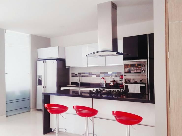 casa portofino club: Cocinas de estilo  por CONSTRUCTOR INDEPENDIENTE