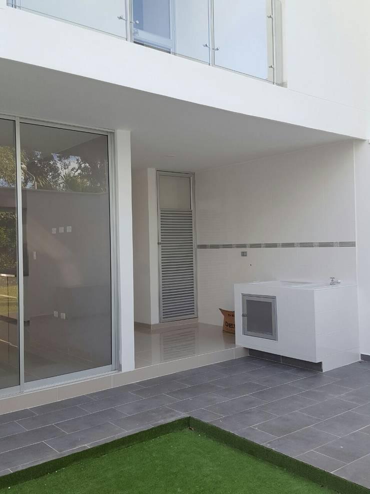 CASA EN VENTA PORTOFINO CLUB Jardines de estilo moderno de CONSTRUCTOR INDEPENDIENTE Moderno