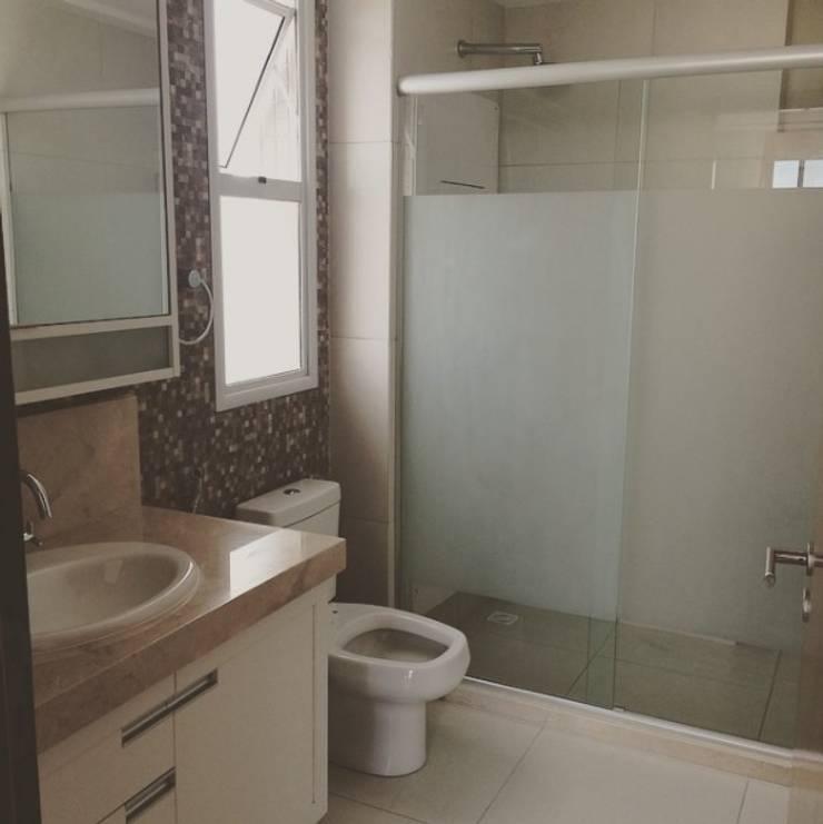 Banheiro: Banheiros  por LVM Arquitetura,Moderno