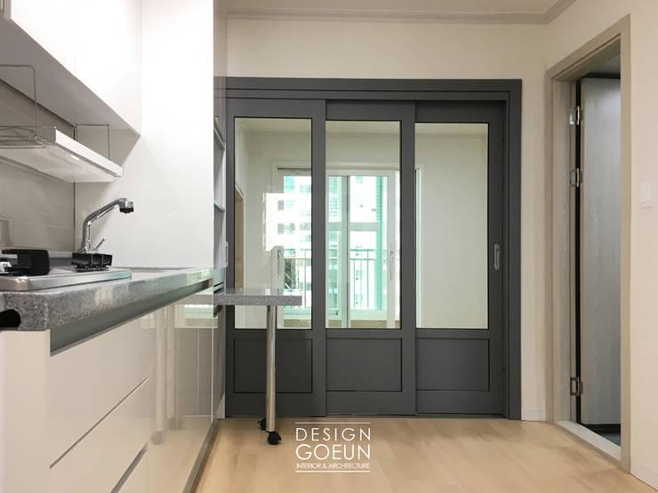 30대 남성의 네츄럴 모던하우스: 디자인고은의  주방,모던