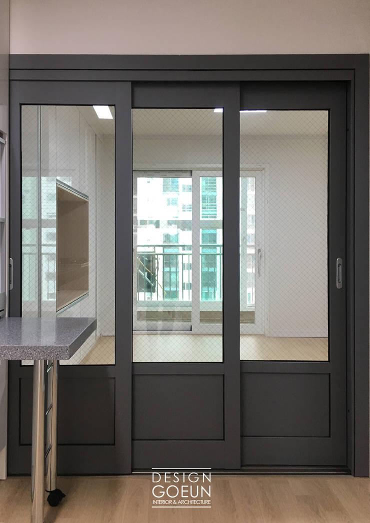 30대 남성의 네츄럴 모던하우스: 디자인고은의  창문,모던