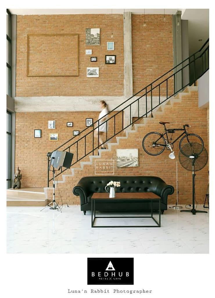 Stair Hall :  บันได โถงทางเดิน ระเบียง by INNHOMEDESIGNSTUDIO