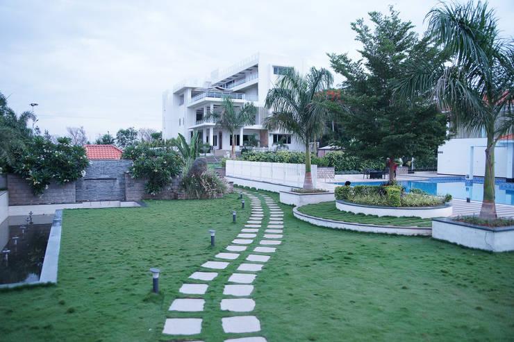 Dhanturi Farm House:  Garden by iammies Landscapes,Mediterranean
