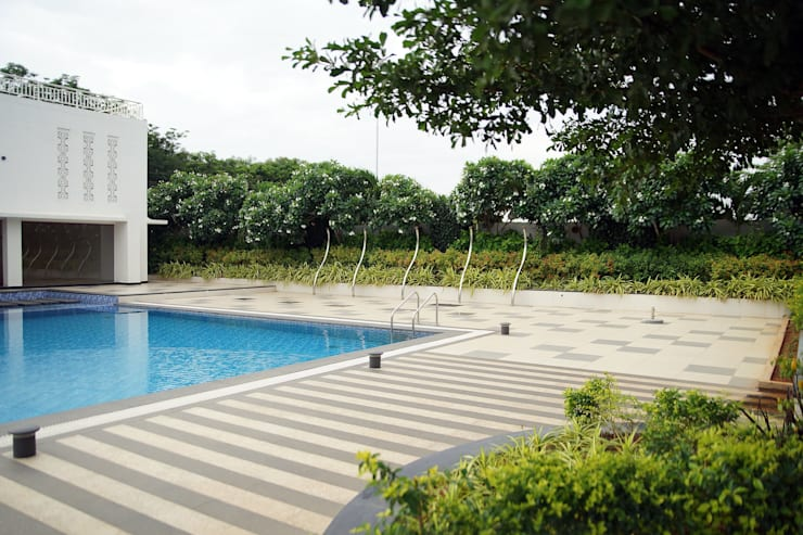 Dhanturi Farm House:  Pool by iammies Landscapes,Mediterranean