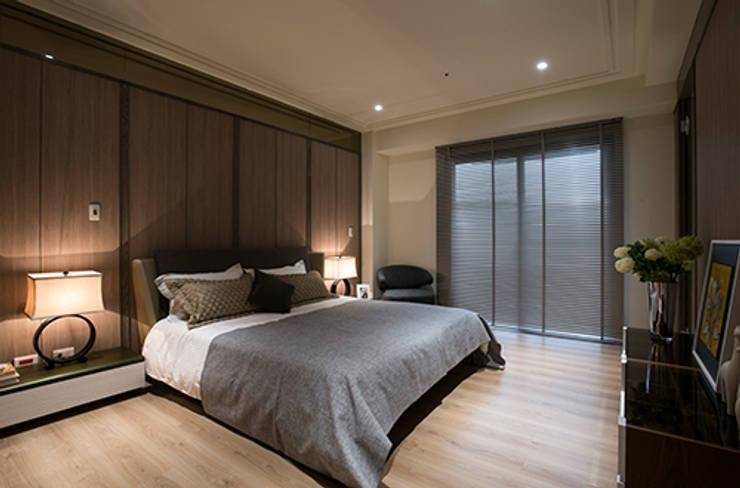 Camera da letto in stile  di 立禾空間設計有限公司
