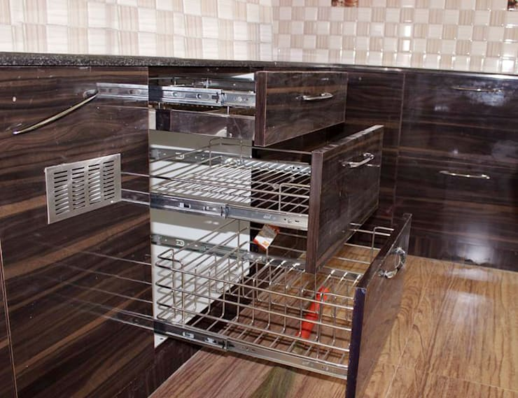 L Shaped Kitchen: asian Kitchen by Scale Inch Pvt. Ltd.