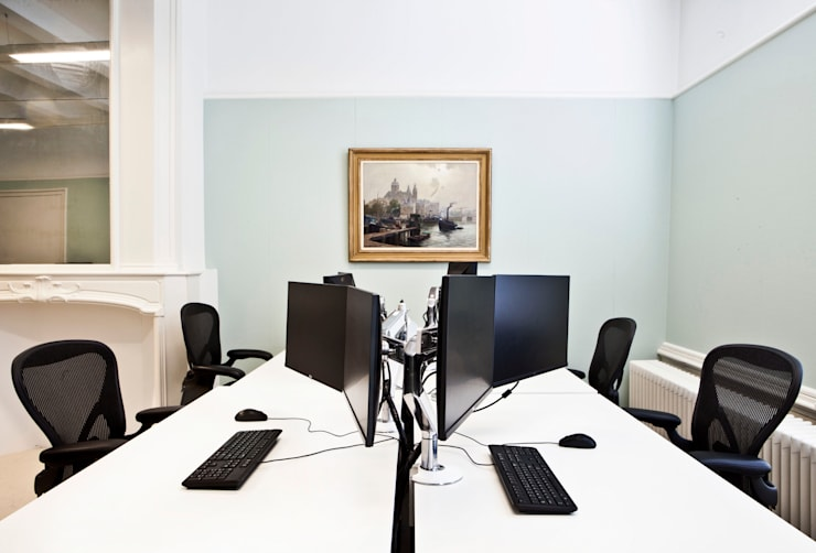 combinatie van moderne meubels met monumentale stijlkamers: modern  door Binnenvorm, Modern