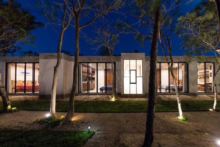 : Casas de estilo  por Taller Estilo Arquitectura