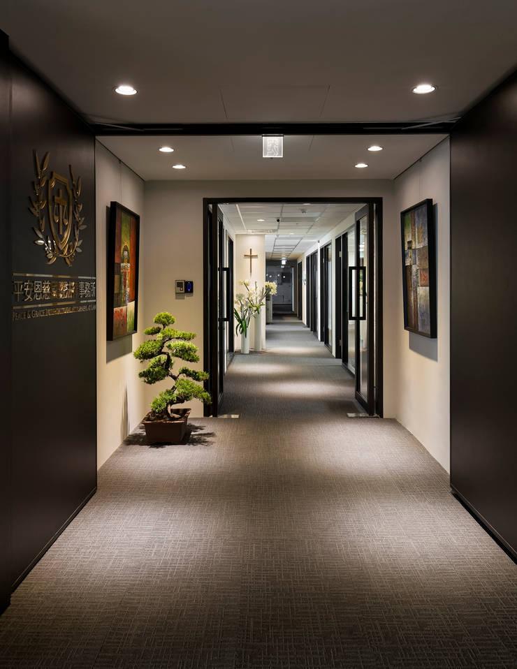 默:  辦公室&店面 by 耀昀創意設計有限公司/Alfonso Ideas