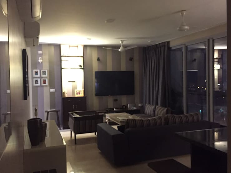Private Reisdence - 3bhk apartment: eclectic Living room by One sq. meter Architects & Interior Designers
