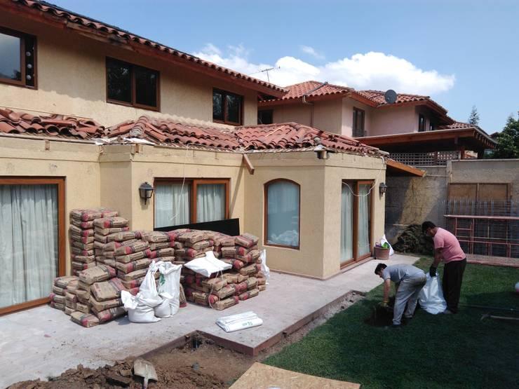 Demolición y movimiento de tierras: Terrazas  de estilo  por Tu Obra Maestra
