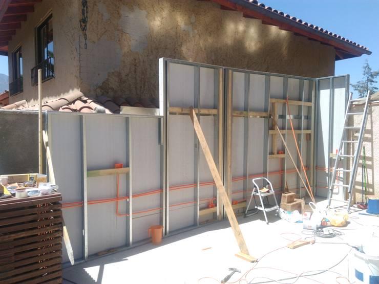 Construcción de pared de apoyo de parrilleras: Terrazas  de estilo  por Tu Obra Maestra