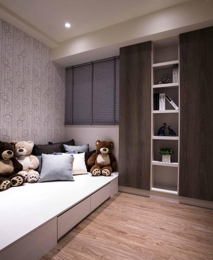 豐邑晴空匯:  嬰兒房/兒童房 by 立禾空間設計有限公司