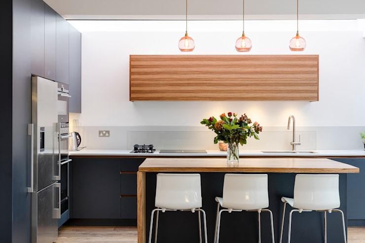 Vicarage Rd London SW14:  Kitchen by VCDesign Architectural Services