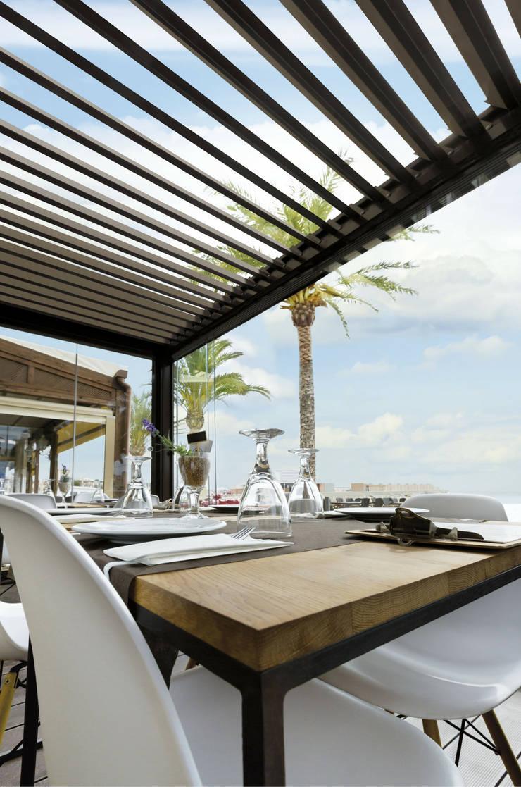 modern Dining room by Saxun