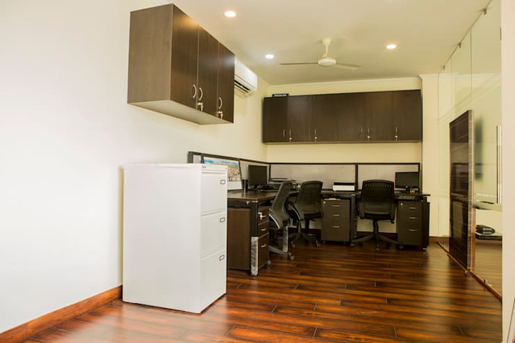 Workstation Area:  Commercial Spaces by Prodigy Designs