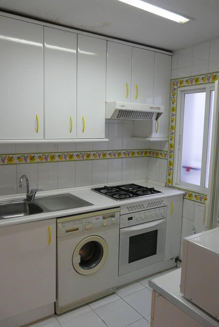 Cocina antes:  de estilo  de Lúmina Home Staging
