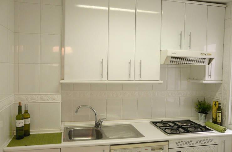 Cocina después:  de estilo  de Lúmina Home Staging