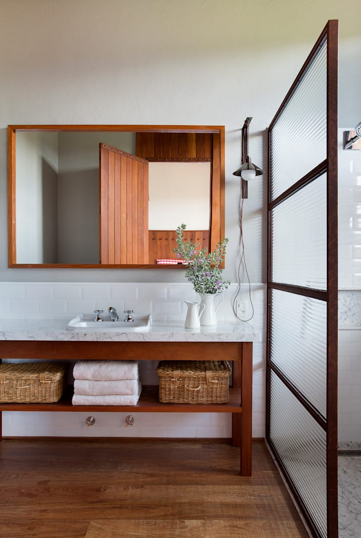 Badezimmer von Gisele Taranto Arquitetura