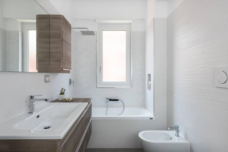 Bagno: Bagno in stile  di Grippo+Murzi Architetti