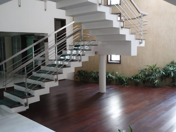 Villas:  Corridor & hallway by Sahana's Creations Architects and Interior Designers,Minimalist Solid Wood Multicolored