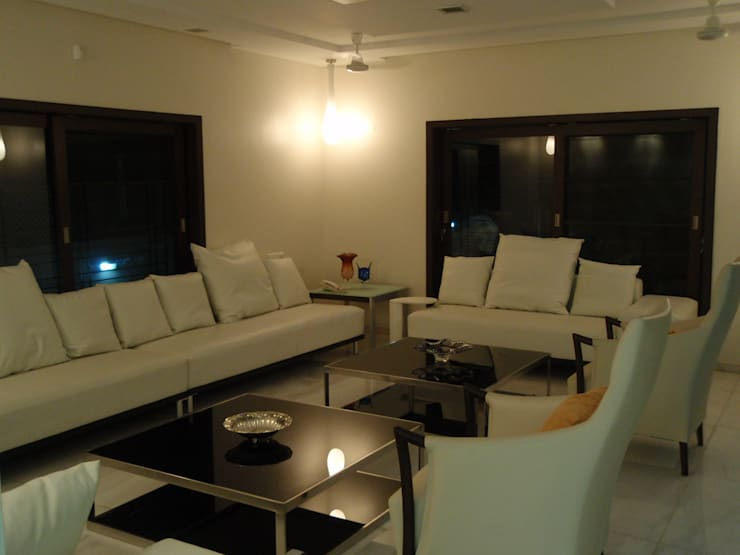 Formal living:  Living room by Sahana's Creations Architects and Interior Designers,Minimalist