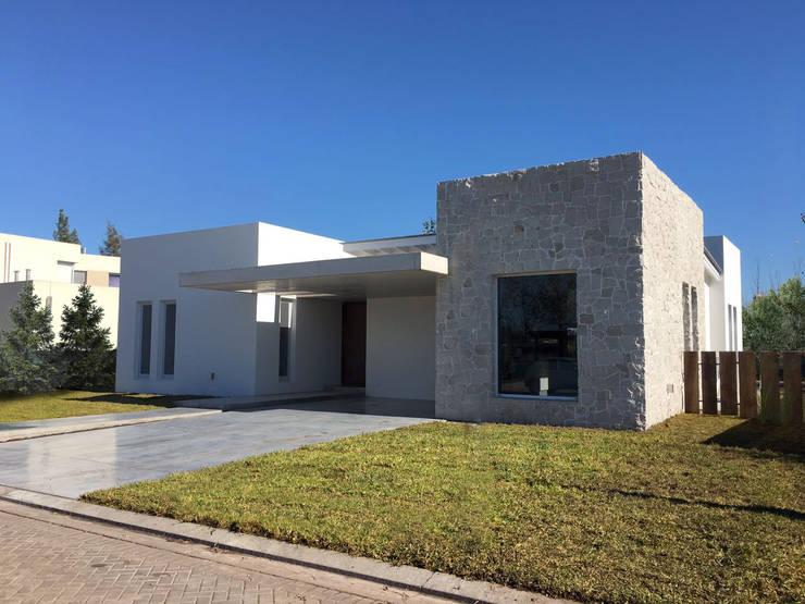 Casa Traverso: Casas de estilo  por Estudio Victoria Suriguez,Moderno