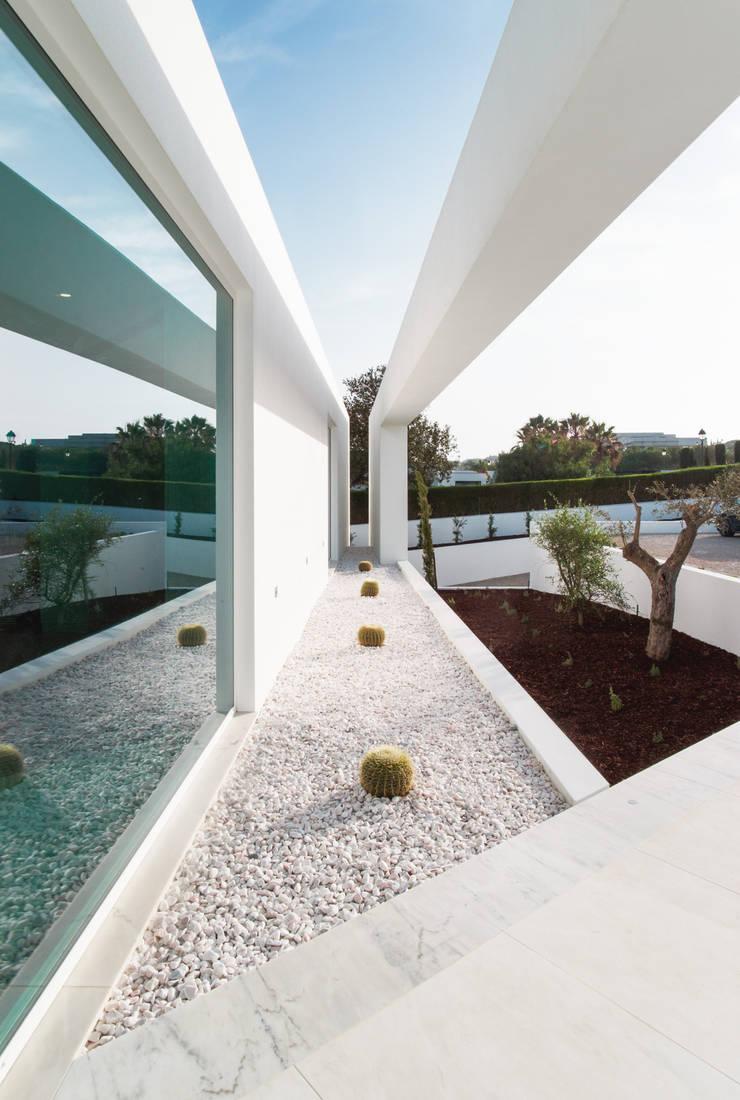 Casa Carrara Entrada: Casas  por Tendenza -  Interiors & Architecture Studio