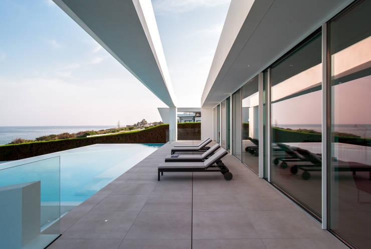 Casa Carrara Outdoor: Casas  por Tendenza -  Interiors & Architecture Studio