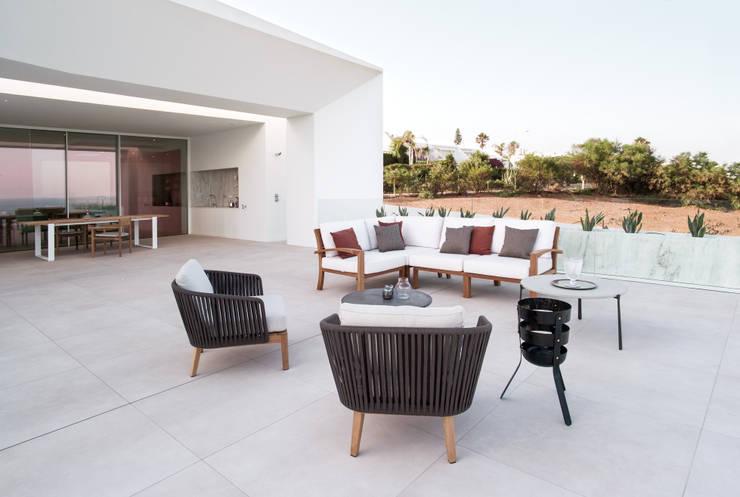 Casa Carrara Outdoor: Jardim  por Tendenza -  Interiors & Architecture Studio