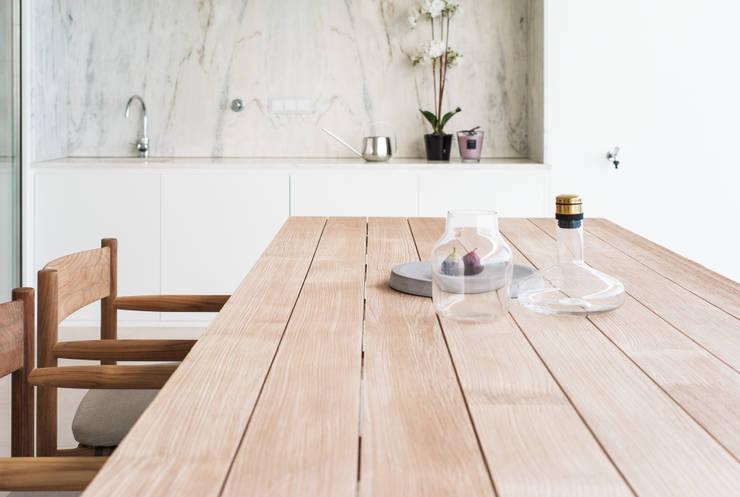 Casa Carrara Outdoor: Sala de jantar  por Tendenza -  Interiors & Architecture Studio