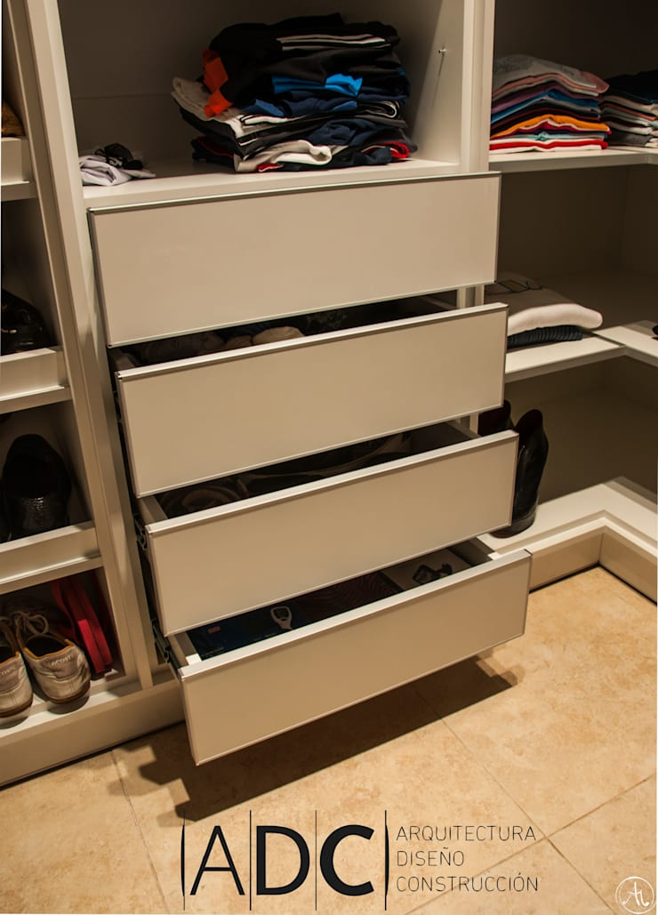 MUEBLES A MEDIDA VESTIDOR: Dormitorios de estilo  por ADC - ARQUITECTURA - DISEÑO- CONSTRUCCION