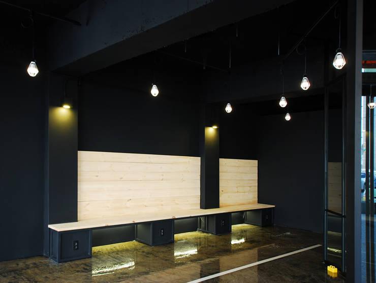 평택 카페 BUCKET.C: 디자인모리의  벽,