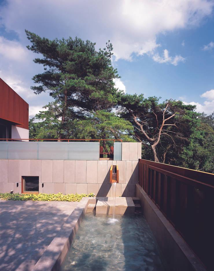 능성동 나무그림자집: 건축사사무소 힘의  정원