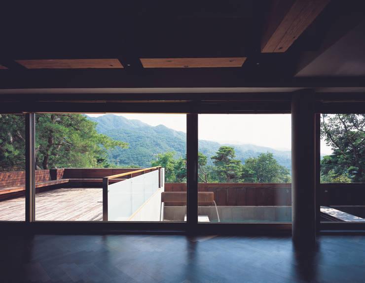능성동 나무그림자집: 건축사사무소 힘의  거실