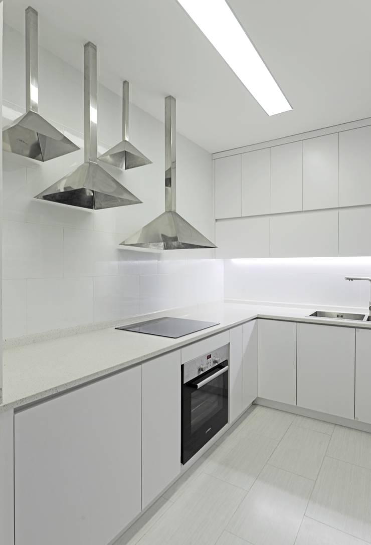 Kitchen by Công ty cổ phần NỘI THẤT AVALO