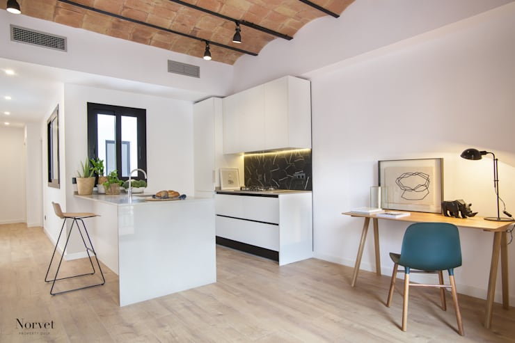 modern Kitchen by THE ROOM & CO