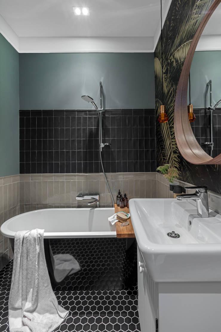 Baños de estilo  por Ayuko Studio , Moderno