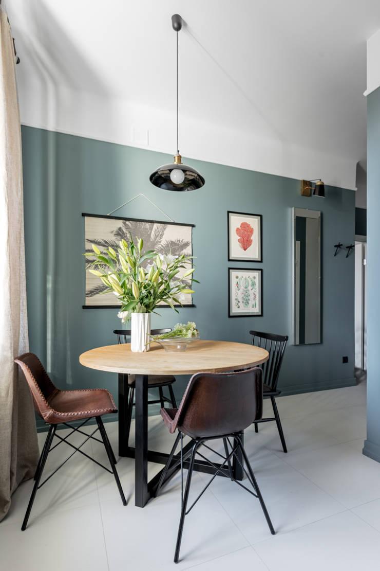 Salas / recibidores de estilo  por Ayuko Studio , Moderno