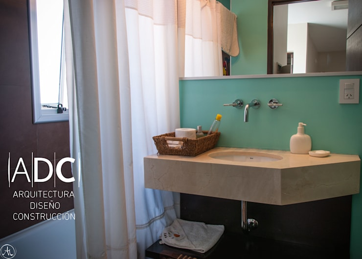 EQUIPAMIENTO A MEDIDA - BAÑO JUVENIL: Baños de estilo  por ADC - ARQUITECTURA - DISEÑO- CONSTRUCCION