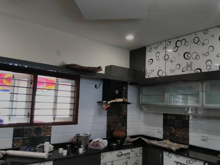 Kitchen:  Kitchen by Chavadi Interiors