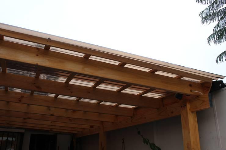 Terrazas de estilo  por Constructora Acuña