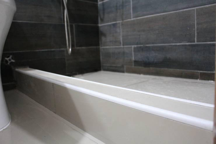 Remodelación Baño Principal San Pascual, Las Condes:  de estilo  por Constructora Acuña