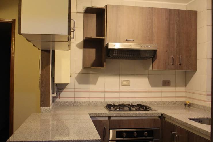 Remodelación de Cocina Americana San Pascual, Las Condes:  de estilo  por Constructora Acuña