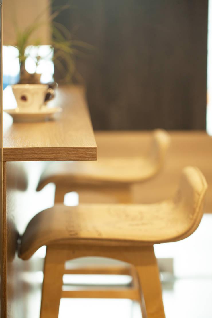 小吧檯設計:  餐廳 by 澄嶧空間設計