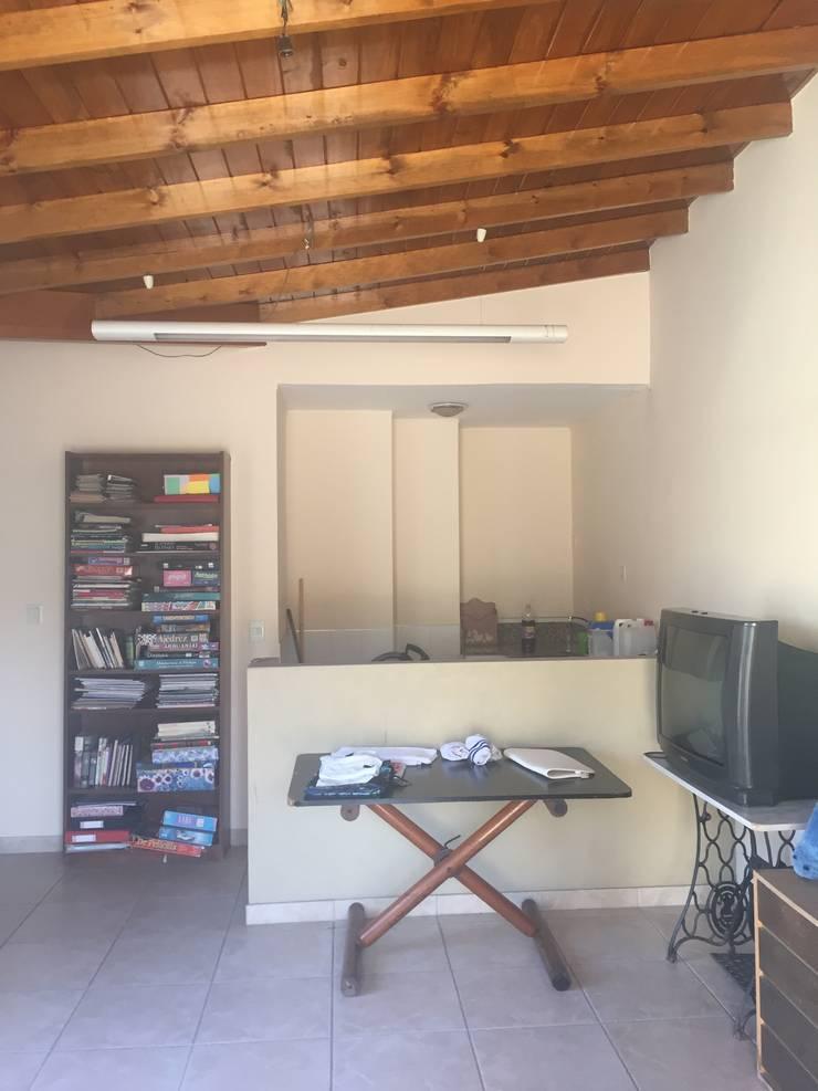 ANTES - Lavadero - Playroom:  de estilo  por Estudio CRUDO,