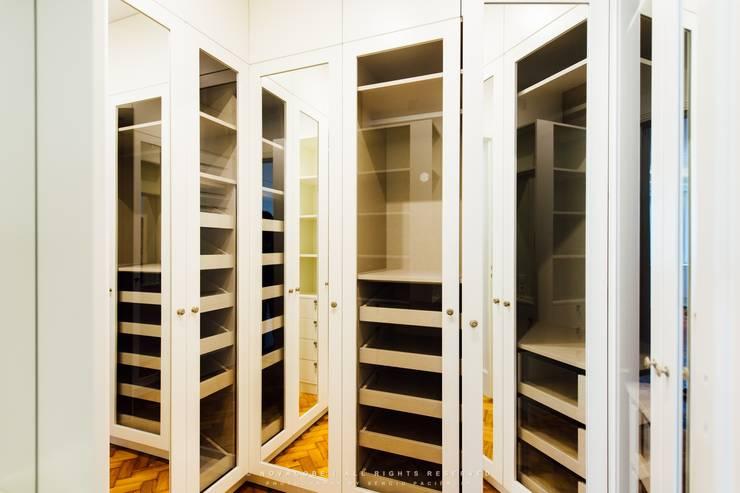 غرفة الملابس تنفيذ NOVACOBE - Construção e Reabilitação, Lda.