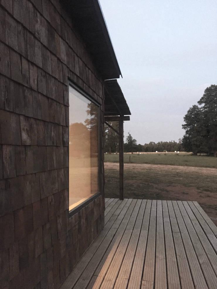 Espacios exteriores: Casas de estilo  por RENOarq