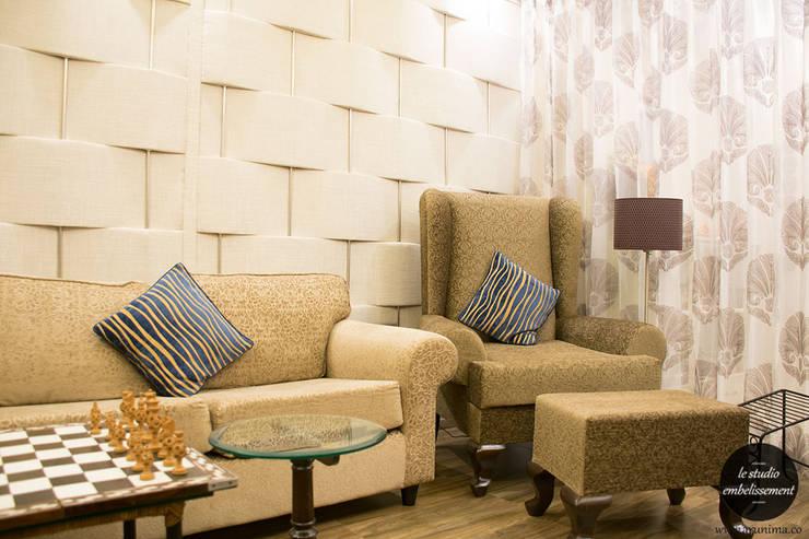 Living Room:   by La Studio Embellissement